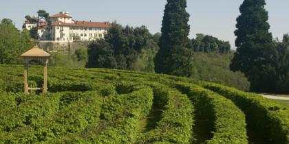 Castello di Masino visto dal Labirinto Foto di Flavio Pagani,2009 ∏ FAI - Fondo Ambiente Italiano