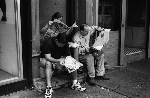 People-reading-newspapers