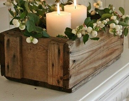 Minimale, con vischio e candele nella cassetta della nonna