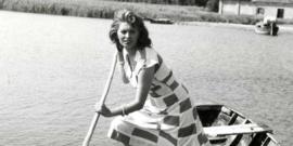 Sofia-Loren-sul-set-de-La-Donna-del-Fiume-regia-di-Mario-Soldati-1955.-min
